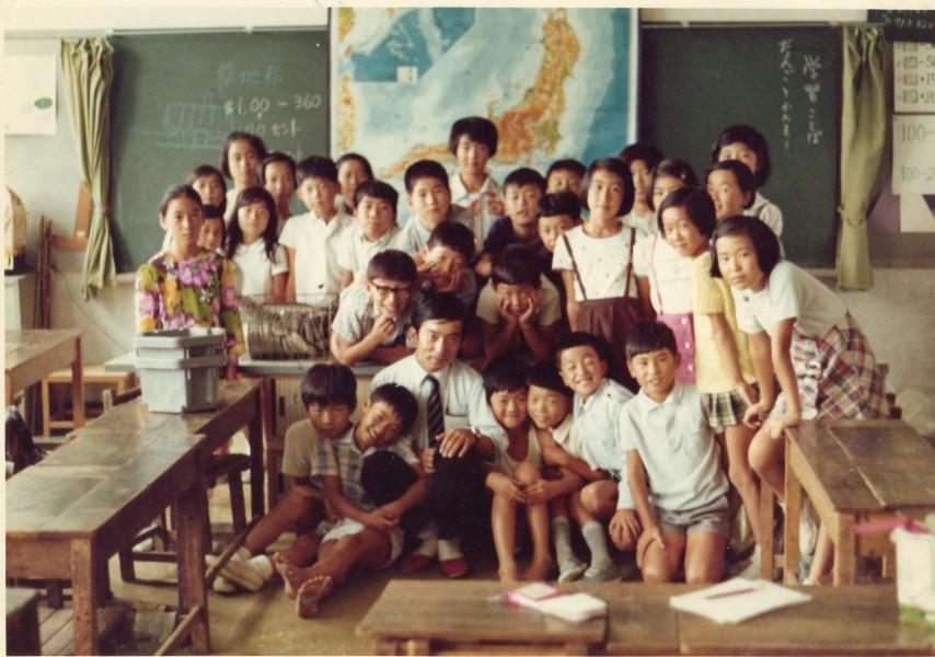 教室の子どもたちと(1970年9月22日鳥取市・日進小学校で)