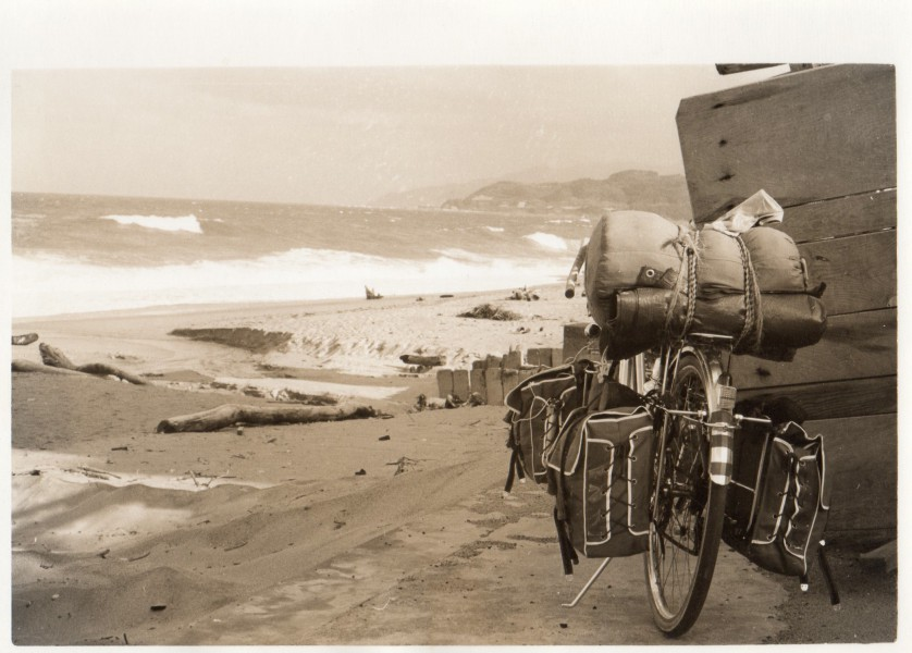 自転車と海(1969年10月、出発後10日。自転車も新しい)